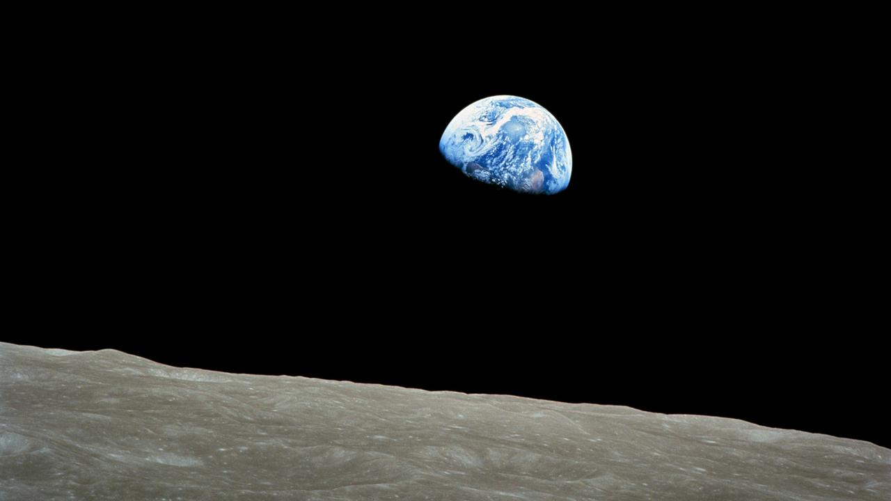earthrise earth Michel Lussault Stream 03  PCA-Stream