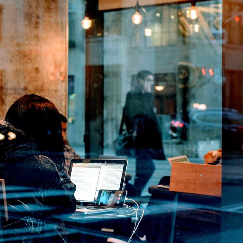 café travail informel nomade laptop ordinateur génération Y Julien Eymeri Stream 02 PCA-STREAM