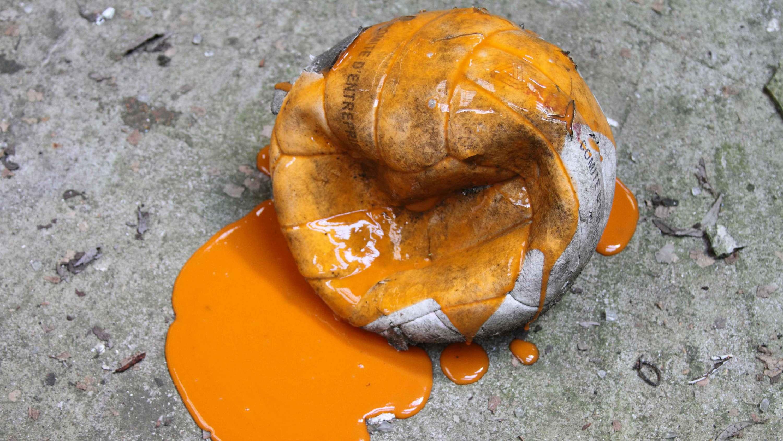 orange deflate ball   Matheus Rocha Pitta  Bourriaud  Stream 03  PCA-Stream