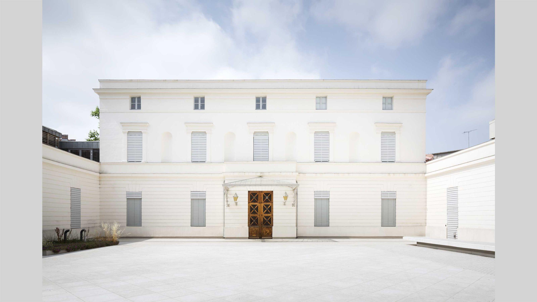 MOCO contemporary art center PCA-STREAM nicolas bourriaud hôtel particulier artists culture rehabilitation montpellier